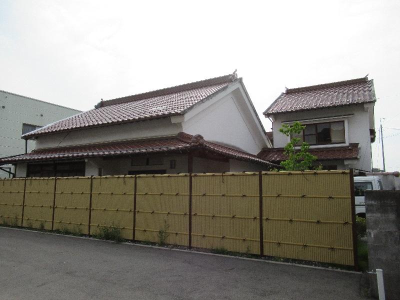 漆喰造の家屋・床の間・欄間・庭園など趣のある一軒家