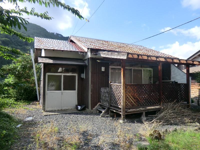 別荘や趣味のアトリエとして使えるベランダ付きの一軒家