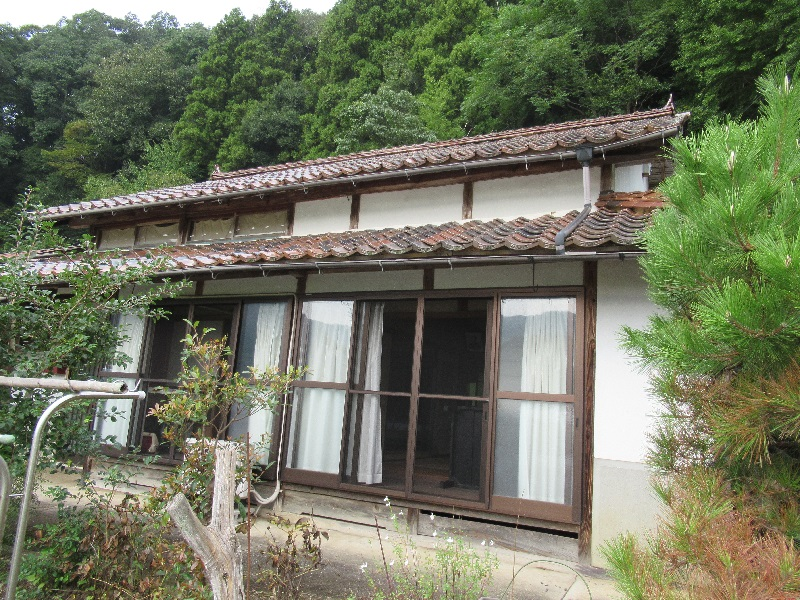 のどかな風景が広がる場所にある一軒家