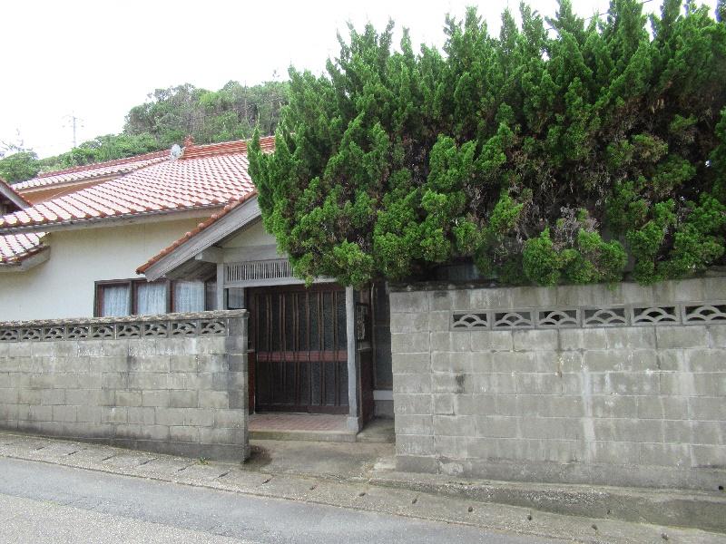 海の近くにある平屋建ての一軒家