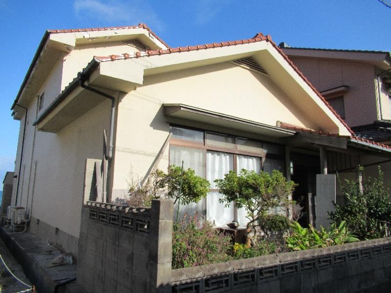衣毘須神社の近くにある二階建ての一軒家